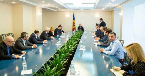 Президент провел встречу с производителями животноводческой и растениеводческой продукции thumbnail