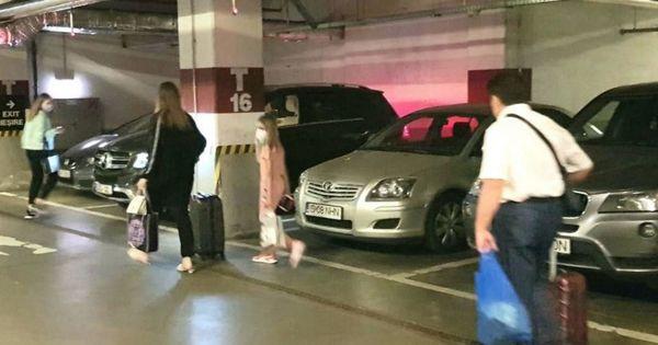Gațcan, surprins într-o parcare dintr-un hotel din Iași cu familia thumbnail