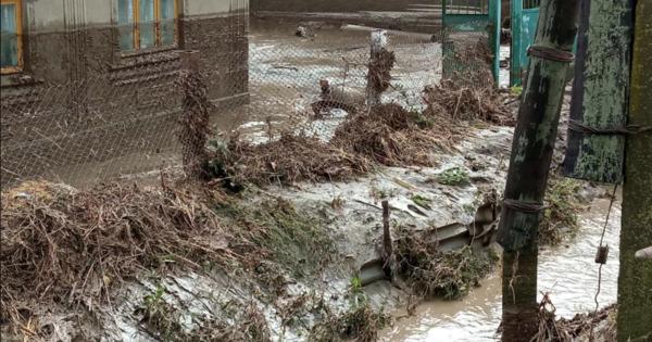Полиция помогает в ликвидации последствий ливней в семи районах Молдовы thumbnail