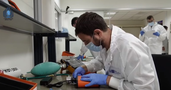 Израиль производит аппараты ИВЛ на ракетном конвейере thumbnail