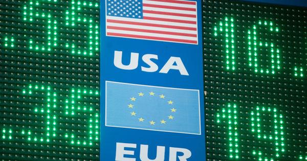 Curs valutar 4 mai 2020: Cât valorează un euro și un dolar thumbnail