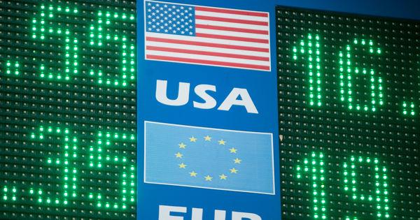 Curs valutar 2 aprilie 2020: Cât valorează un euro și un dolar thumbnail
