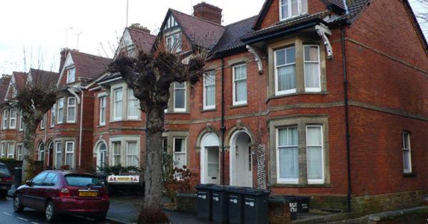 Пандемия вызвала бум на рынке жилья в Великобритании thumbnail