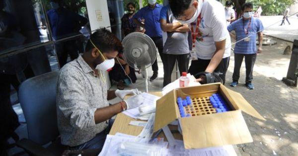 India: Mai mult de 10 ori decât cifrele oficiale ar fi infectaţi thumbnail
