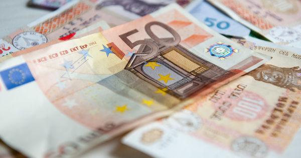 Curs valutar 3 aprilie 2020: Cât valorează un euro și un dolar thumbnail