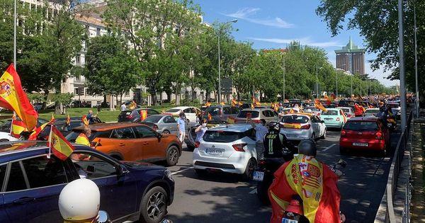 В Мадриде проходит массовая антиправительственная акция на автомобилях thumbnail
