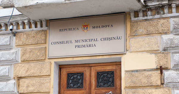 Mold-street: Capitala majorează taxele pentru a astupa găurile în buget thumbnail