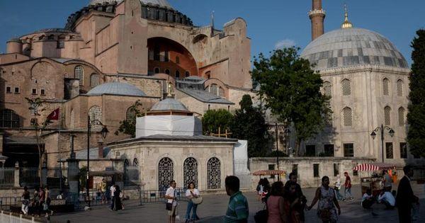 Hagia Sophia de la Istanbul va fi transformată în moschee. Ce spune Erdogan thumbnail