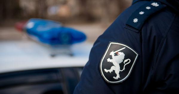 Un ofițer de investigații din Florești, bănuit de încălcări de ordin penal și fiscal thumbnail