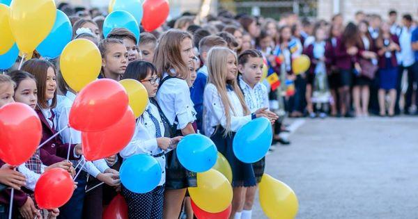 Cum va fi anul școlar 2020-2021: Distanță de 1,5 metri între elevi și profesori thumbnail