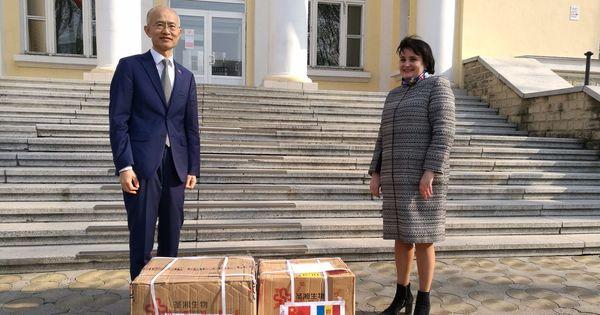 Китай передал Молдове еще 1000 тестов на коронавирус thumbnail