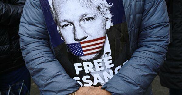 Гражданская жена Ассанжа заявила об издевательствах над ним в тюрьме thumbnail