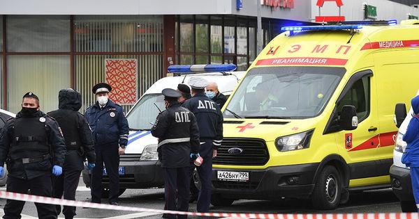 Захват заложников в Москве: неизвестный утверждает, что у него бомба thumbnail