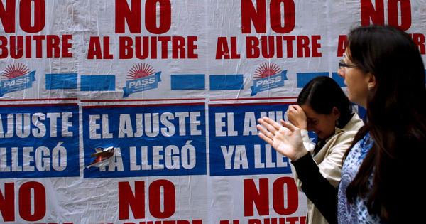 Аргентина оказалась в состоянии дефолта по внешнему долгу thumbnail