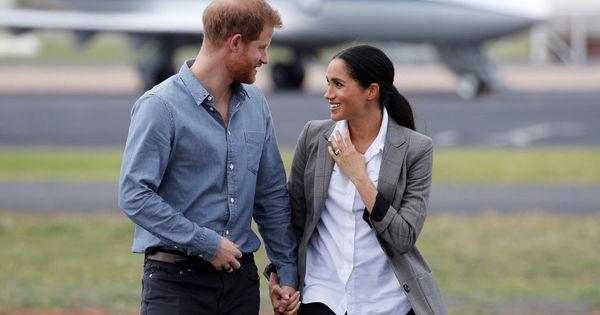Prințul Harry și Meghan Markle, surprinși de paparazzi după autoizolare thumbnail