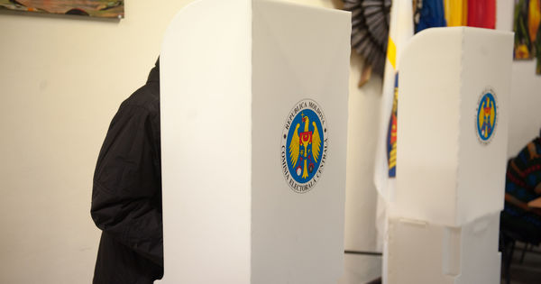 Alegeri 2020: Cetățenii vor veni la vot cu pixul de acasă, mănuși și mască thumbnail