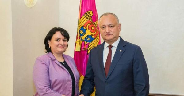 Dodon explică distincțiile de stat oferite pentru Dumbrăveanu și Țurcanu thumbnail