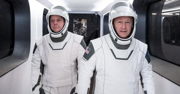 Cine sunt cei 2 astronauți care vor zbura spre Stația Spațială Internațională thumbnail