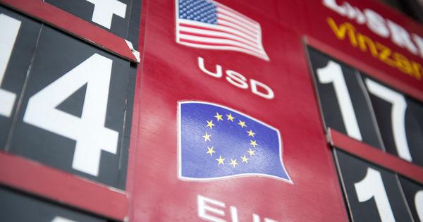Curs valutar 29 octombrie 2020: Cât valorează un euro și un dolar thumbnail