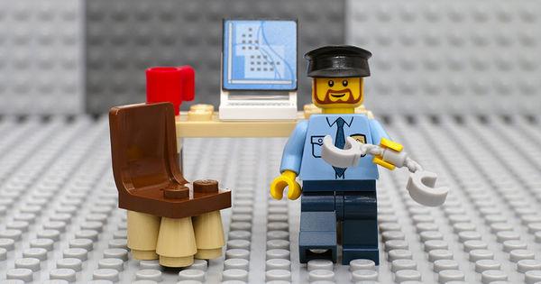 Lego откажется от рекламы наборов с полицейскими из-за протестов в США thumbnail