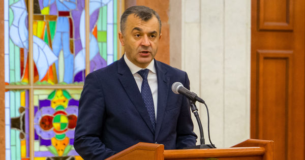 Premierul explică decizia de a-i obliga pe moldoveni să cumpere poliță thumbnail