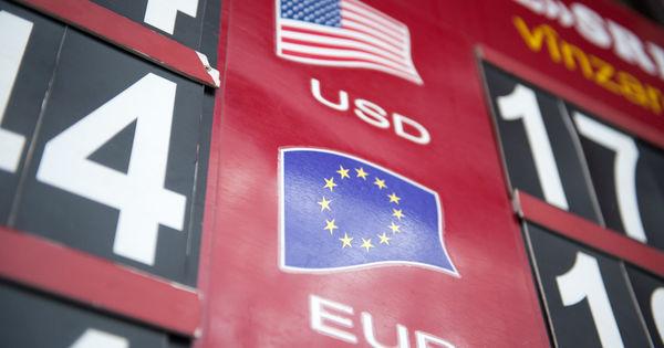 Curs valutar 13 martie 2020: Cât valorează un euro și un dolar thumbnail