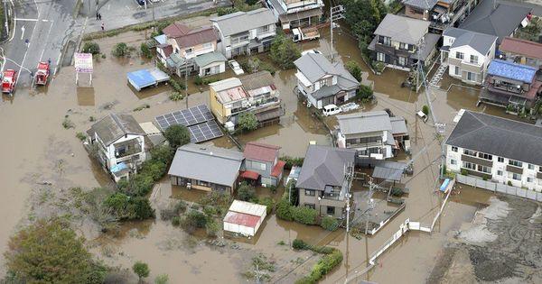 В Японии на место наводнений направили 10 тысяч военных thumbnail