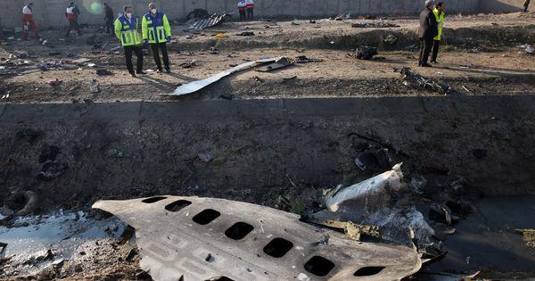 Avion ucrainean doborât lângă Teheran: Iranul a trimis cutiile negre în Franţa thumbnail