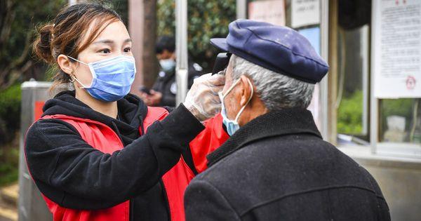 Un medic chinez spune cum a tratat 9 vârstnici de coronavirus thumbnail