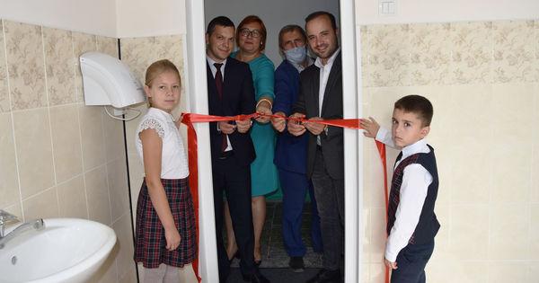 В Рышканском районе торжественно открыли школьный туалет thumbnail