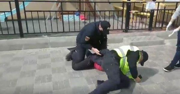В Одессе нарушителю карантина досталось от полицейских thumbnail
