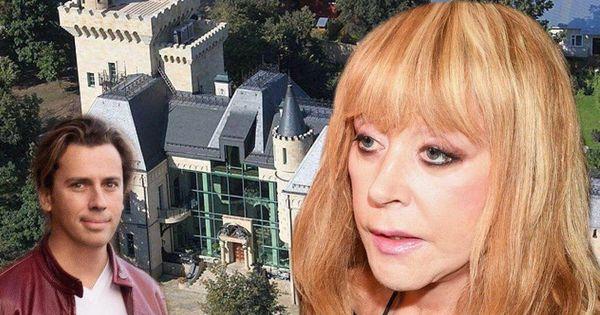 Директор Пугачевой прокомментировал слухи об ее разводе с Галкиным thumbnail