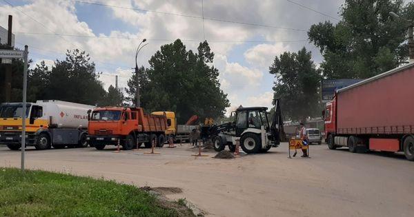 Serviciile municipale continuă să lichideze consecințele ploii thumbnail