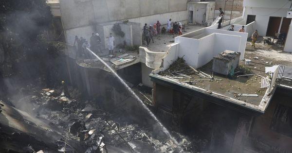 В Пакистане создали комиссию для расследования крушения самолета thumbnail