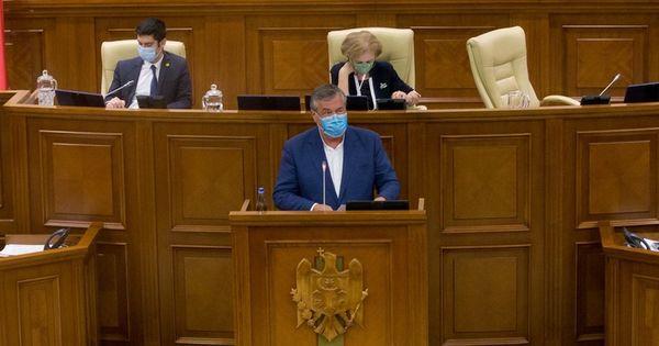 Moțiunea de cenzură: Dilemele singurului deputat independent din Parlament thumbnail