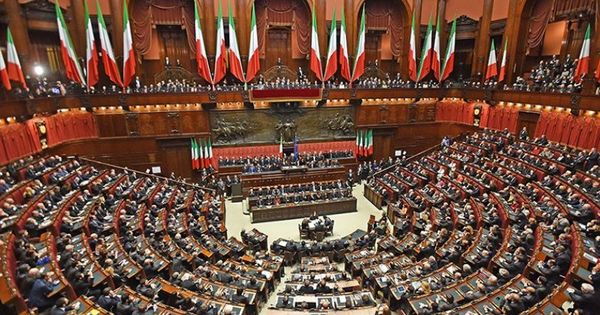 Итальянцы на референдуме высказались за сокращение мест в парламенте thumbnail