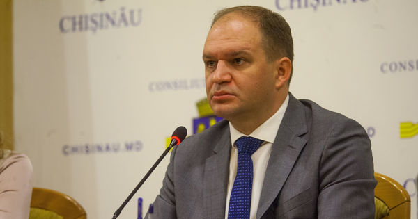 Чебан об эвакуации машин с улиц Кишинева: Этот процесс находится под юрисдикцией МВД thumbnail