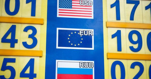 Curs valutar 31 martie 2020: Cât valorează un euro și un dolar thumbnail