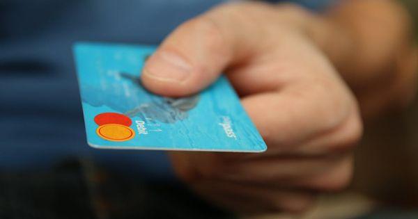 BNM explică în ce cazuri se aplică comisioane celor cu carduri bancare thumbnail