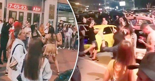 Сотни людей устроили антикарантинную вечеринку в российском городе thumbnail