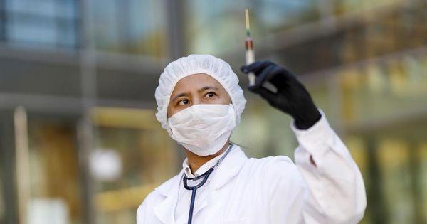 В Германии обещают, что вакцинация от коронавируса будет добровольной thumbnail