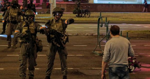 В сети показали переполненное отделение милиции Минска после протестов thumbnail