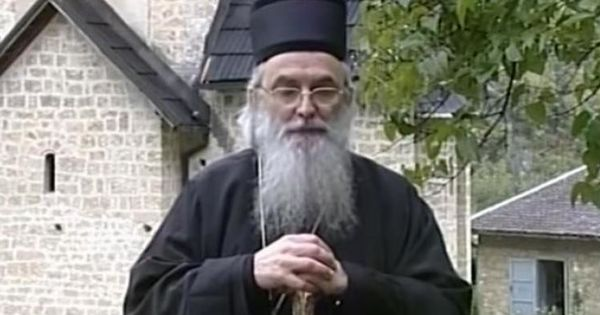 Un episcop al Bisericii Ortodoxe Sârbe a murit de COVID-19. Cum a fost infectat thumbnail