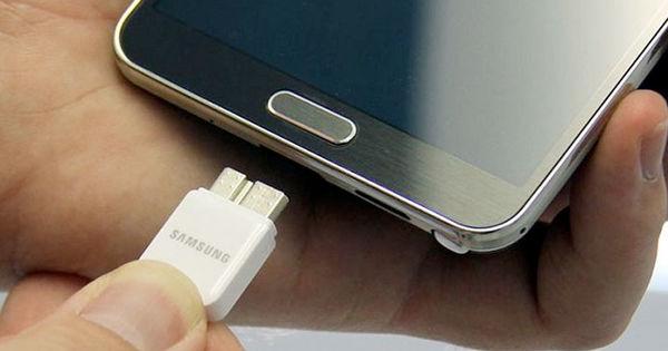 Samsung может убрать зарядку из некоторых комплектов смартфонов thumbnail