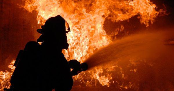 Из-за пожара многодетная семья из Шипки осталась без дома thumbnail