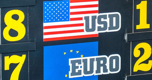 Curs valutar 16 octombrie 2020: Cât valorează un euro și un dolar thumbnail