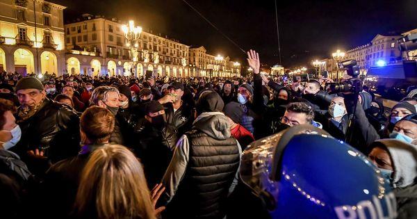 Italia a fost cuprinsă de un val de proteste violente, luni noaptea thumbnail