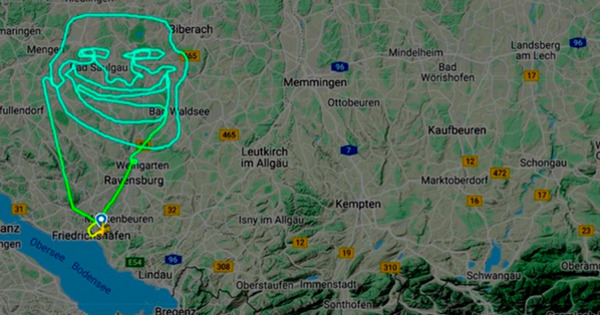 Пилот оставил мем в небе над Германией thumbnail