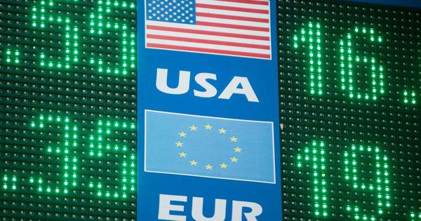 Curs valutar 25 mai 2020: Cât valorează un euro și un dolar thumbnail