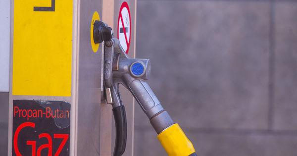 Accizele la produsele din tutun, alcool și petrol vor fi stabilite pe 3 ani thumbnail